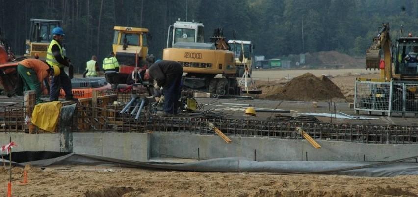 W rejonie największych robót przy budowie S3 zaangażowanych...