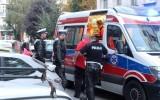Ranny w dłoń mężczyzna leżał przy fontannie na pl. Dąbrowskiego