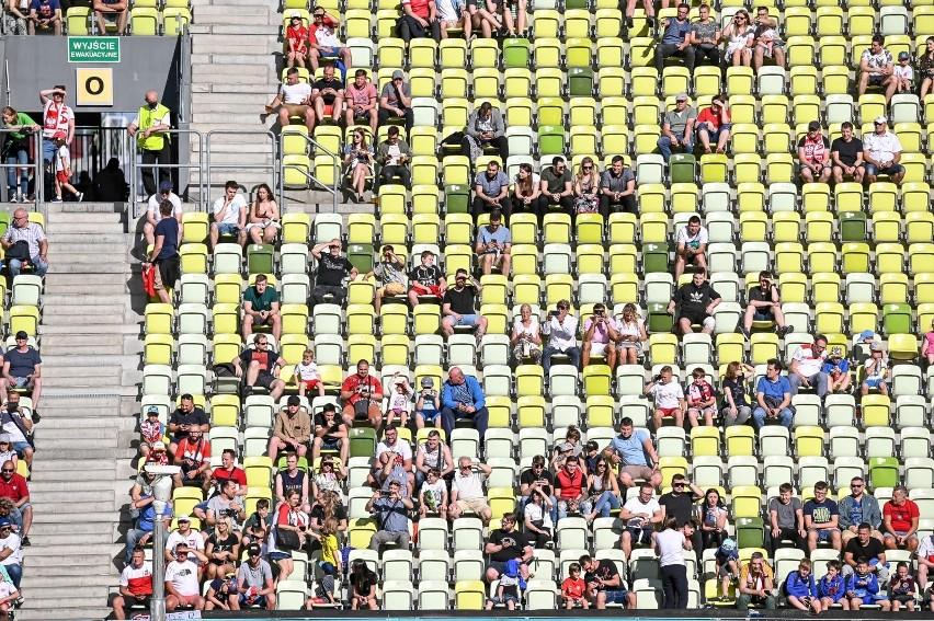 Kibice reprezentacji Polski na treningu na stadionie w...