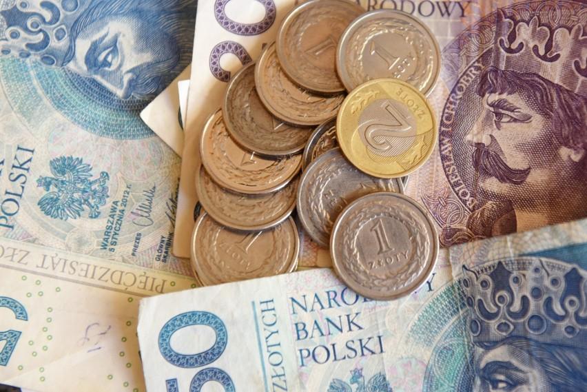"""""""Piątka"""" Morawieckiego. Sprawdzamy, ile można zyskać na obietnicach Prawa i Sprawiedliwości"""
