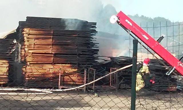 Pożar w tartaku w Szczecinie przy ul. Golisza