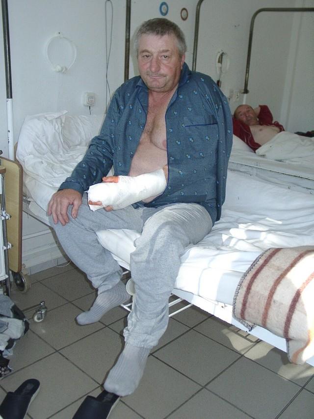 - Dziś po zabiegu czuję się już lepiej. Ręka trochę boli, ale dostaję leki - mówi Krzysztof Kozubowski.