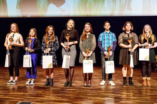 """Najbardziej zaangażowani młodzi wolontariusze z Białegostoku zostali nagrodzeni w finale konkursu """"Ośmiu Wspaniałych"""""""