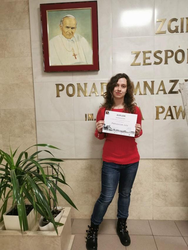 Julia Pietruszczak wygrała prestiżowy konkurs i zdobyła nagrody...
