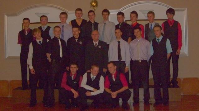 Uczniowie IV e z Zespolu Szkól nr 3 w Jaśle takze bawili sie na balu maturalnym.