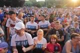 """Ruch Chorzów. Gorąca prezentacja w Świętochłowicach ZDJĘCIA Niebiescy pokazali koszulki na nowy sezon. Kibice na """"Skałce"""" dali czadu"""