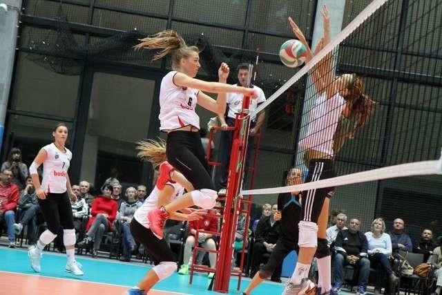 Siatkarki Budowlanych Volley (w ataku Anna Lewandowska) w niedzielę rozpoczynają sezon