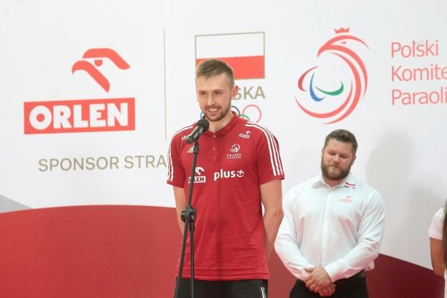 Z przodu siatkarz Mateusz Bieniek, z tyłu młociarz Paweł Fajdek. Obaj w Tokio mają walczyć o medal dla Polski
