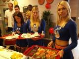 Kurczaki, koszykarze i cheerleaderki na otwarciu KFC w Koszalinie [wideo, zdjęcia]