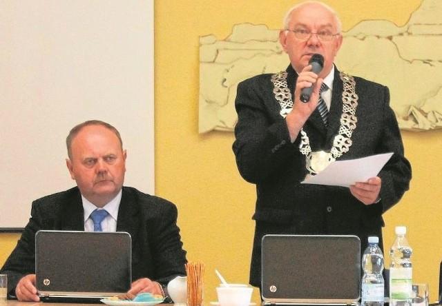 Sprawą skargi byłej pracownicy Powiatowego Centrum Kultury zajęli się w środę radni. - Zostanie ona skierowana do komisji rewizyjnej - ogłosił Henryk Bartoszek, przewodniczący rady.