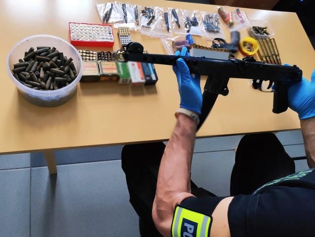 660 sztuk amunicji, pistolet maszynowy i rewolwer miał na swojej posesji 48-latek z gminy Ciechanowiec