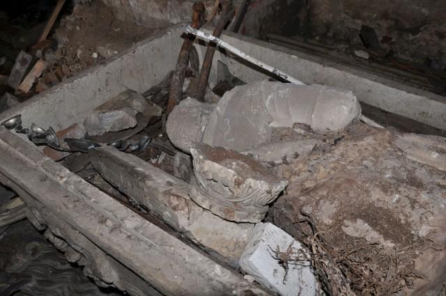 Wygląd tych rzeźb pozostawał dotąd dla badaczy zagadką, gdyż nie zachowały się ich zdjęcia archiwalne, a karty ewidencyjne zabytków należących do wyposażenia świątyni założono dopiero w 1965 r., kiedy to pomnik był już przekształcony w ołtarz boczny - informuje Kamila Domagalska.