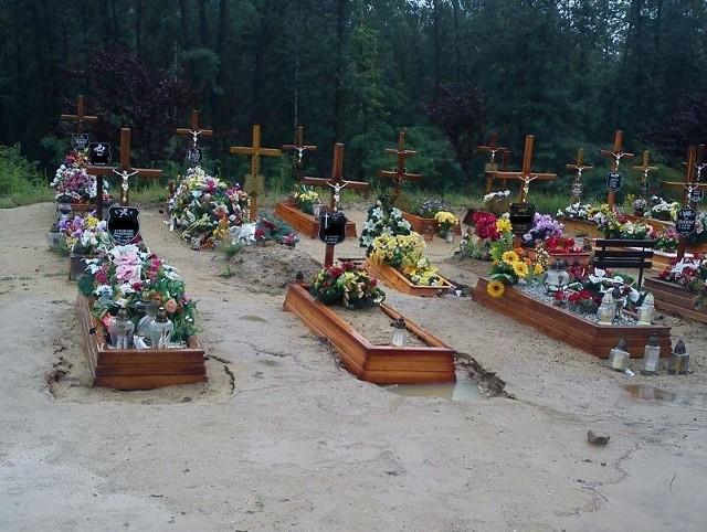 Ulewne deszcze podtapiają groby na nowym cmentarzu w Zielonej Górze