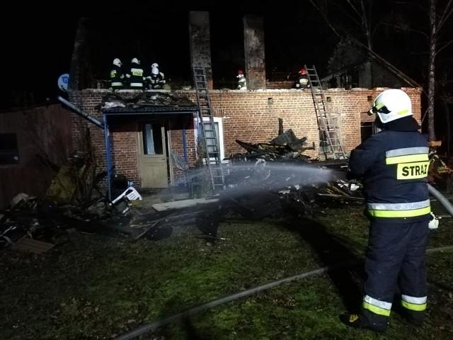 Do groźnego pożaru doszło w nocy z piątku na sobotę (z 17 na 18 stycznia) w miejscowości Barycz (gm. Dobroń, pow. pabianicki).Czytaj więcej i zobacz zdjęcia na następnych kartach