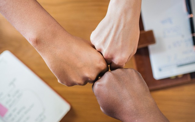 Planujesz podpisać umowę pracy tymczasowej lub umowę na czas określony? Zobacz, czego możesz oczekiwać od pracodawcy. Państwowa Inspekcja Pracy rokrocznie stwierdza liczne niedopatrzenia.