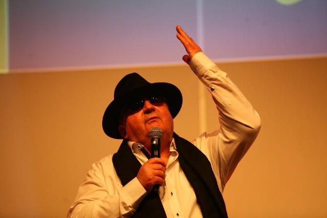 Prezes Witold Skrzydlewski podczas przedsezonowej gali żużlowej w hali Expo
