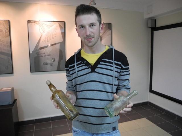 W Lęborku odkopali przedwojenne butelki m.in. po słupskim piwie