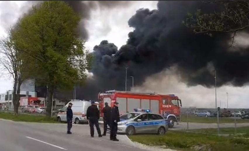 Gmina Morawica. Wyciek cynku i pożar na terenach zakładów metalowych w Dębskiej Woli (ZDJĘCIA)