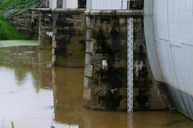 Rośnie poziom wód na dolnośląskich rzekach. Zdjęcie ilustracyjne.