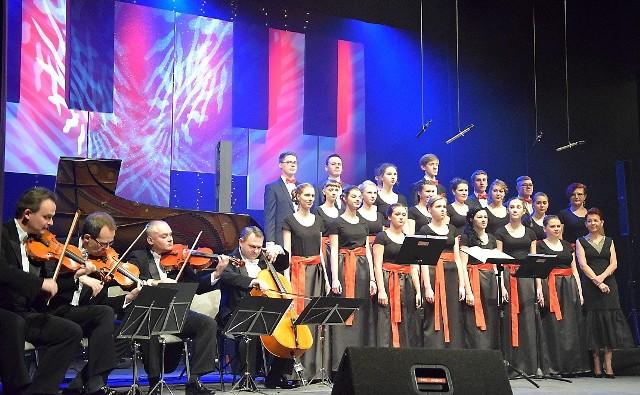 Koncerty noworoczne w Grudziądzu cieszą się ogromną popularnością. Jak co roku gospodarzem koncertu w teatrze będzie chór Alla camera