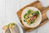 Przepis na tortillę: tortilla z białą quinoą, gaucamole i pikantną salsą
