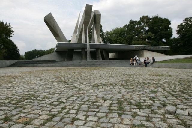 """Pomnik Armii """"Poznań"""" w Poznaniu."""