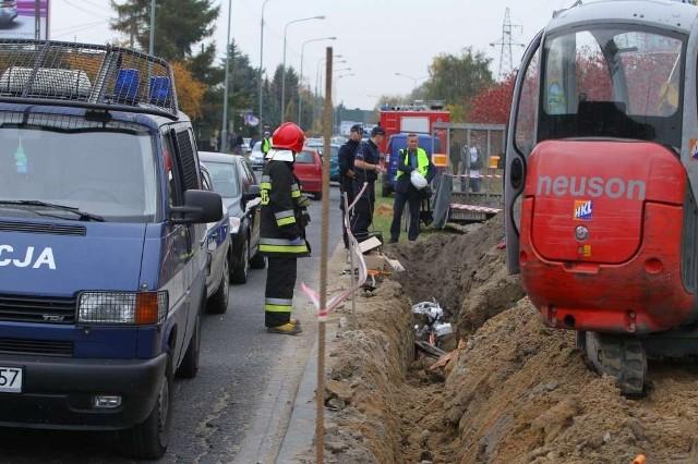 Wypadek na Piątkowie: Dwie osoby przysypane ziemią