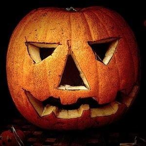Rzeźbiona dynia - jeden z atrybutów Halloween