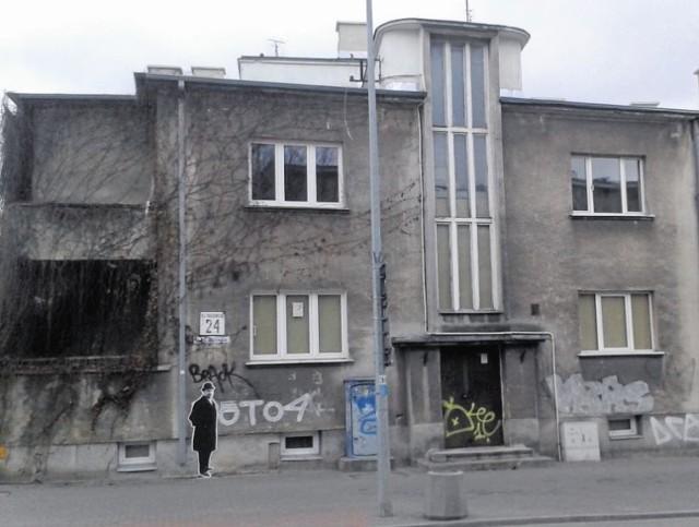 Dom przy ul. M. Skłodowskiej-Curie 24 przed 1939 r. miał adres ul. Piwna 12. Zbudowali go małżonkowie Frick w latach 1937-1939.