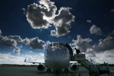 Zakaz lotów. Nowe rozporządzenie zacznie obowiązywać od dzisiaj. Jakie zmiany czekają pasażerów? Lista krajów z zakazem