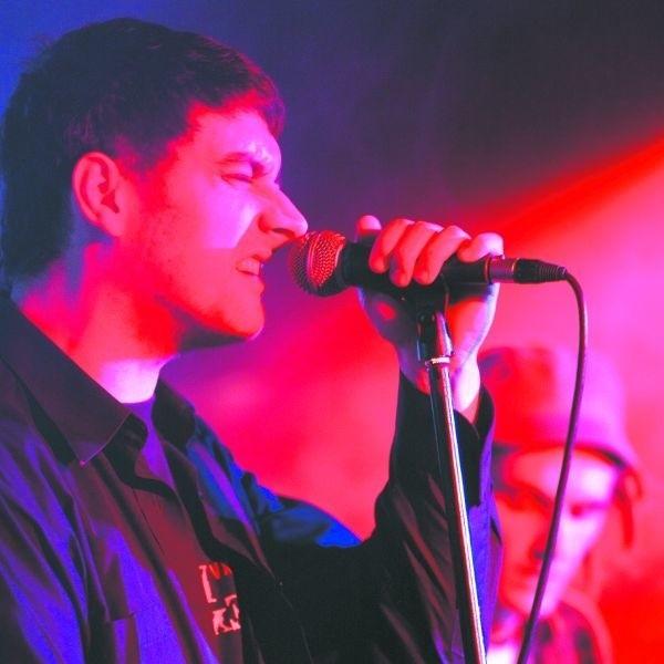 """Krzysztof Gorczak, wokalista zespołu Devil Blues, po raz kolejny dał popis maksymalnej ekspresji. Białostocki zespół promuje swoją nową płytę """"Alive""""."""