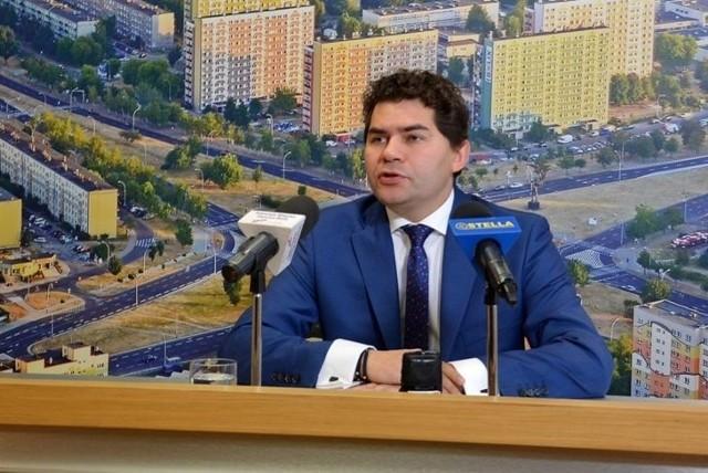 Prezydent Stalowej Woli Lucjusz Nadbereżny chce wiedzieć jakiej pomocy oczekują stalowowolscy przedsiębiorcy