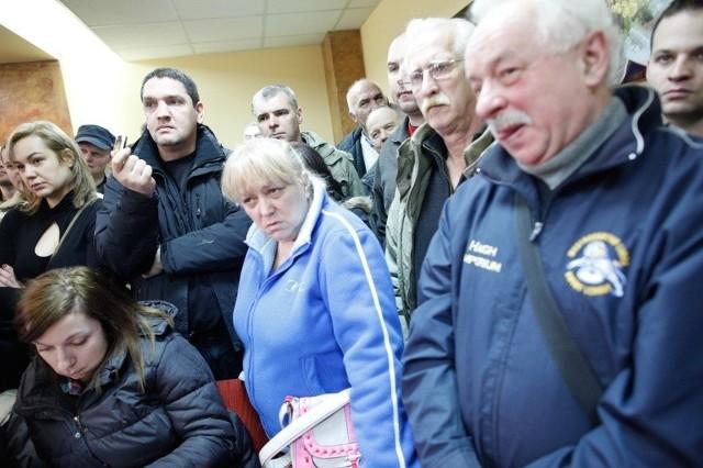 Pracownicy Taboru Szynowego w Opolu od miesięcy czekają na zaległe pensje.