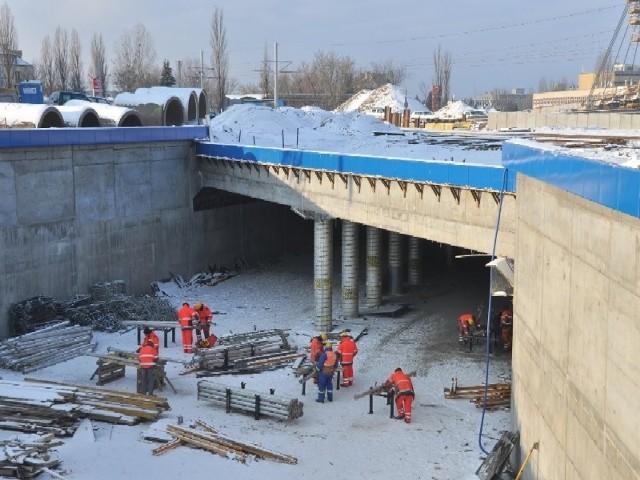 Mrozy nie zatrzymały budowy trasy mostowej, np. robót w tunelu pod pl. Daszyńskiego