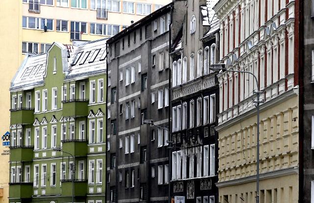 Mieszkania komunalne w SzczecinieW mieszkaniach komunalnych w Szczecinie mieszka ponad 60 tysięcy osób.