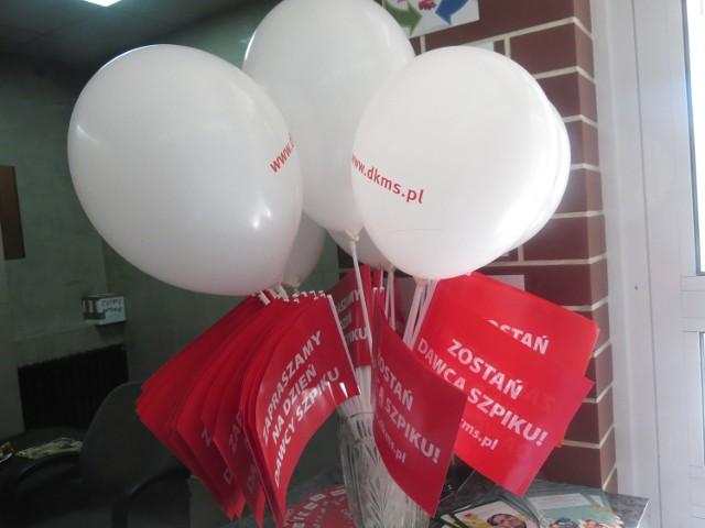 Od godz. 10 w sali Miejskiego Centrum Kultury w Aleksandrowie Kujawskim trwa rejestracja potencjalnych dawców komórek macierzystych i szpiku. Pobierany jest wymaz z wewnętrznej części policzka. Do godz. 12. 30 zarejestrowano 102 osoby. Akcja potrwa do godz. 16. Uczestnicy akcji częstowano są słodyczami i kiełbaskami z rożna, dla dzieci przygotowano baloniki i chorągiewki.