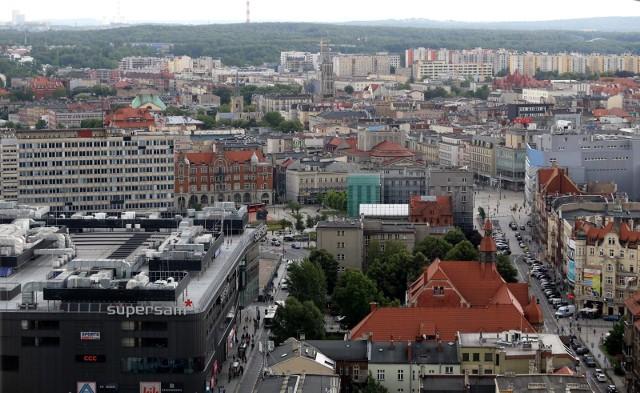 Widok na Katowice z wieżowca Stalexportu, lipiec 2020.Zobacz kolejne zdjęcia. Przesuwaj zdjęcia w prawo - naciśnij strzałkę lub przycisk NASTĘPNE
