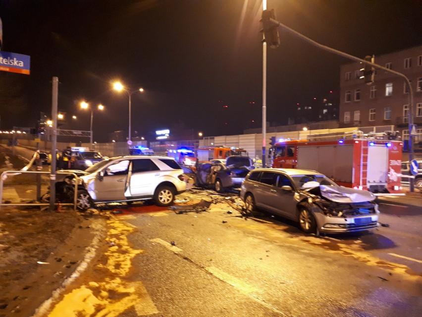 Wypadek miał miejsce u zbiegu al. Jana Pawła II i ul....