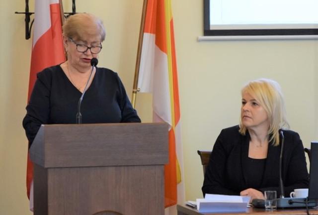 Grażyna Filipiak, skarbnik miasta, mówiła m. in. o zmianach w tegorocznym budżecie miasta