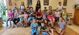Janikowo. Podczas warsztatów w Miejsko-Gminnym Ośrodku Kultury dzieciaki wykonywały odlewy rąk i twarzy. Zdjęcia