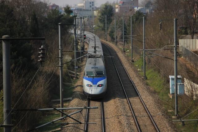 Szybka kolej od granicy w Czechach przez Jastrzębie do Katowic.