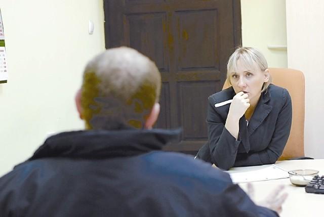 fot. W tej chwili zwolnieni pracownicy mogą skorzystać z pomocy psychologa. Na zdjęciu: Anna Włodarczyk, psycholog współpracująca z Powiatowym Urzędem Pracy. (fot. Helena Wieloch)