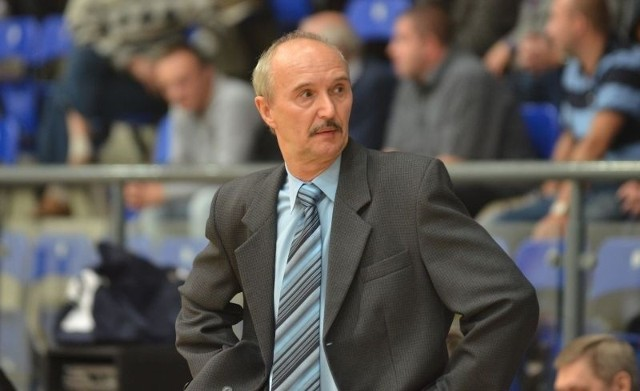 Trener koszykarek Widzewa, Janusz Wierzbicki.