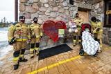 Podhale. Strażacy z Kościeliska sami wykonali serca na nakrętki. Chcą pomóc choremu Michałowi
