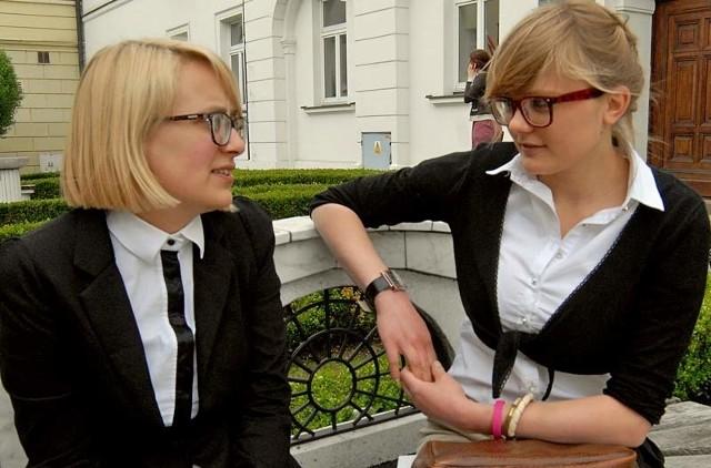 Joanna Gaweł (nz. z prawej) i Alicja Jurasińska, maturzystki z I LO w Rzeszowie, nie denerwują się zbytnio maturą z matematyki.