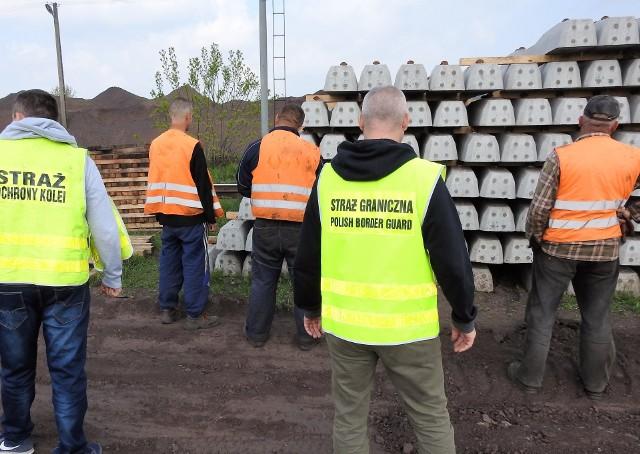 Ukraińcy nielegalnie pracowali przy remoncie linii kolejowej Przemyśl - Medyka.