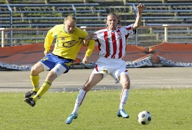 (po prawej) zdobył trzeciego gola dla Polonii w zwycięskim meczu ze Strażakiem/Wdą II Przechowo.