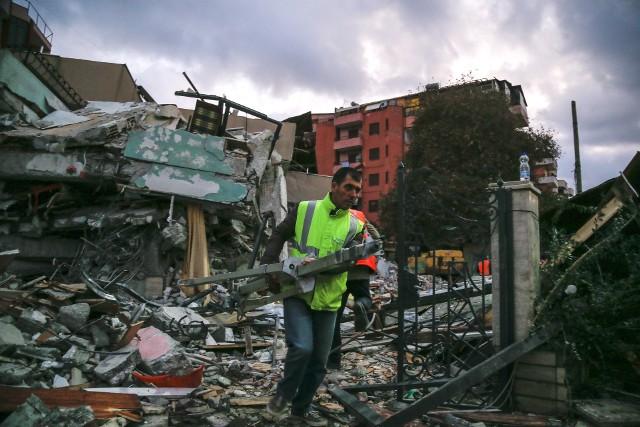 Trzęsienie ziemi w Albanii. Ponad 20 ofiar, setki rannych. Trwa akcja ratunkowa