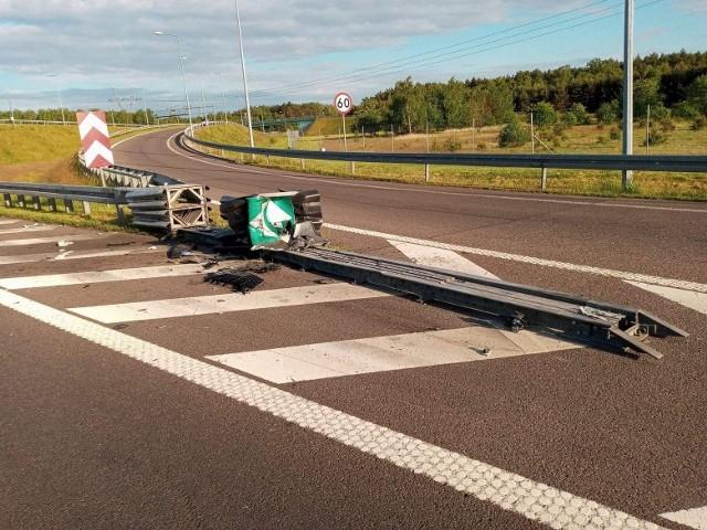Na autostradzie A2 koło Łodzi doszło do wypadku. Na A2 w kierunku Warszawy, pomiędzy węzłami Wartkowice a Emilia, kierowca samochodu osobowego Toyota Yaris uderzył w bariery. CZYTAJ WIĘCEJ >>>>