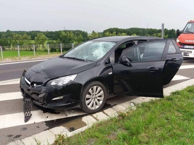 W piątek po 16, na obwodnicy miasta, na dwupasmowym odcinku w kierunku Łomży samochód osobowy uderzył w barierę. Na szczęście, w zdarzeniu nikt nie ucierpiał.